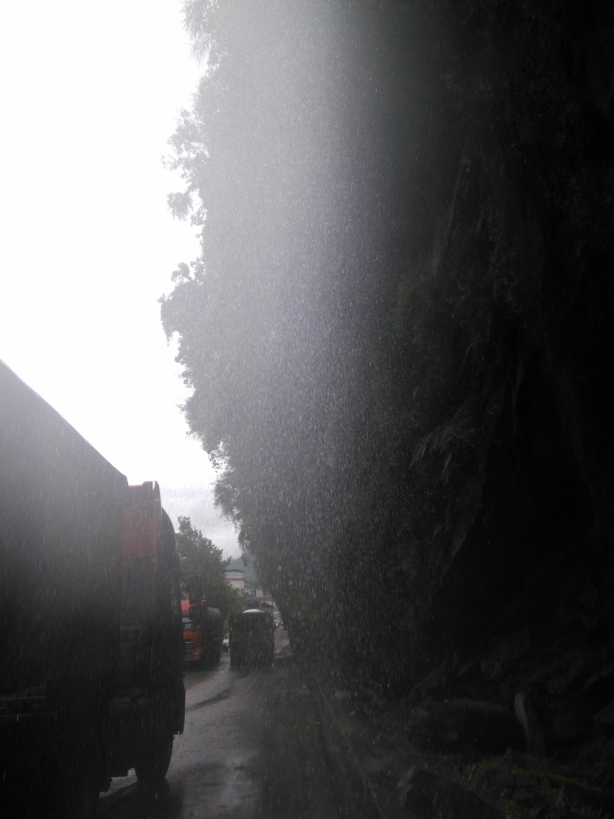 山上下下来的雨,俺称ta山雨:-)