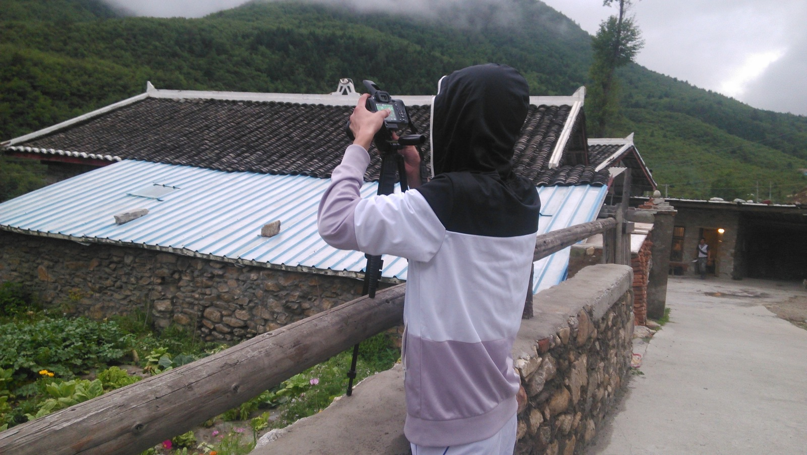 对于任何一个喜欢拍照的人来说,都是不会放过这样的时机的,但是,天快黑了,范兄咱回了吧、、、