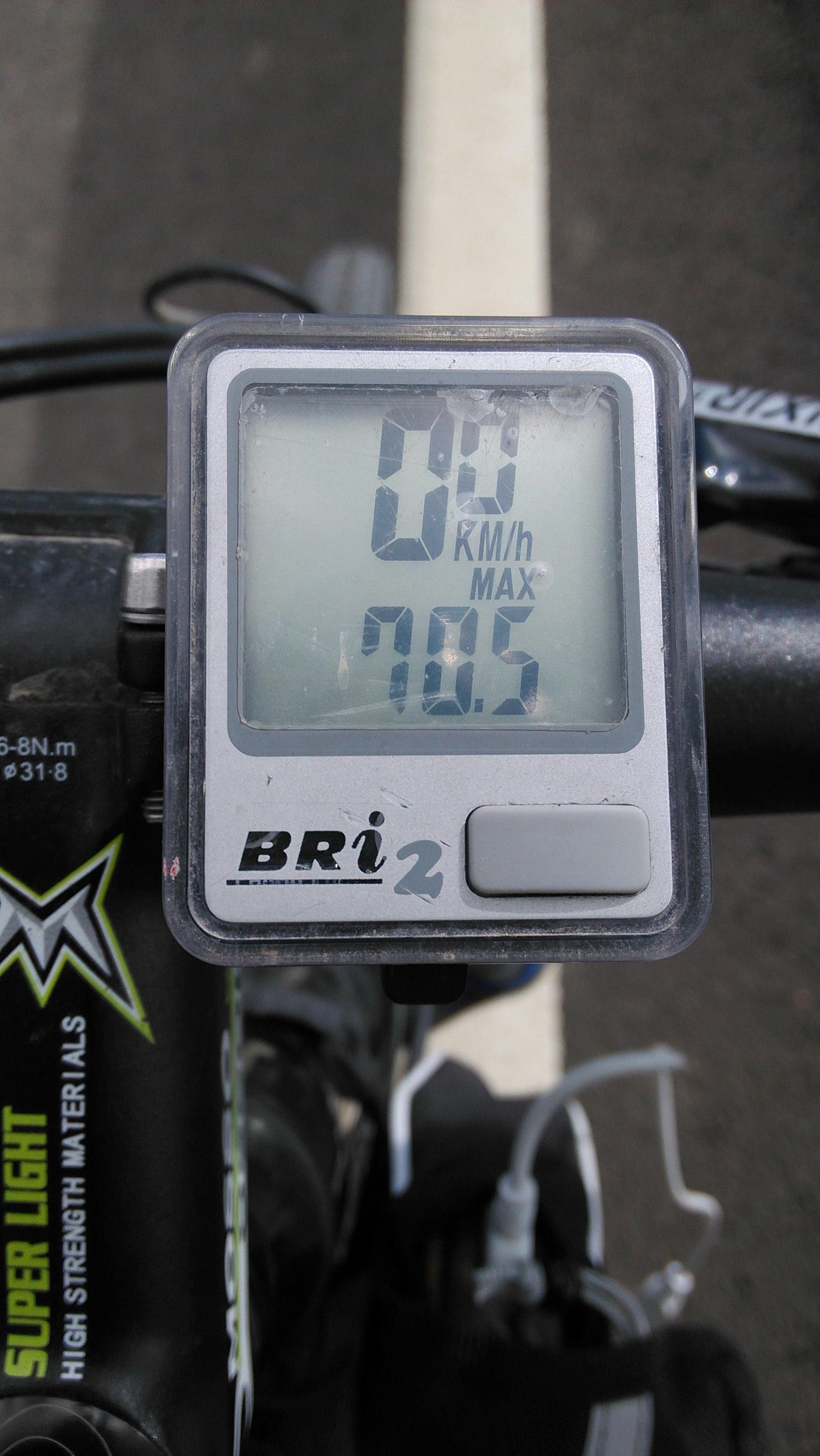 刚刚好像超过了70km/h……