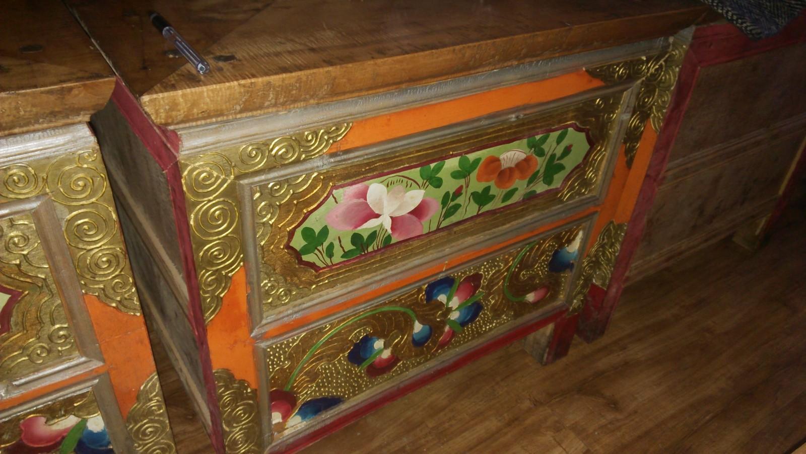 木质雕花柜子