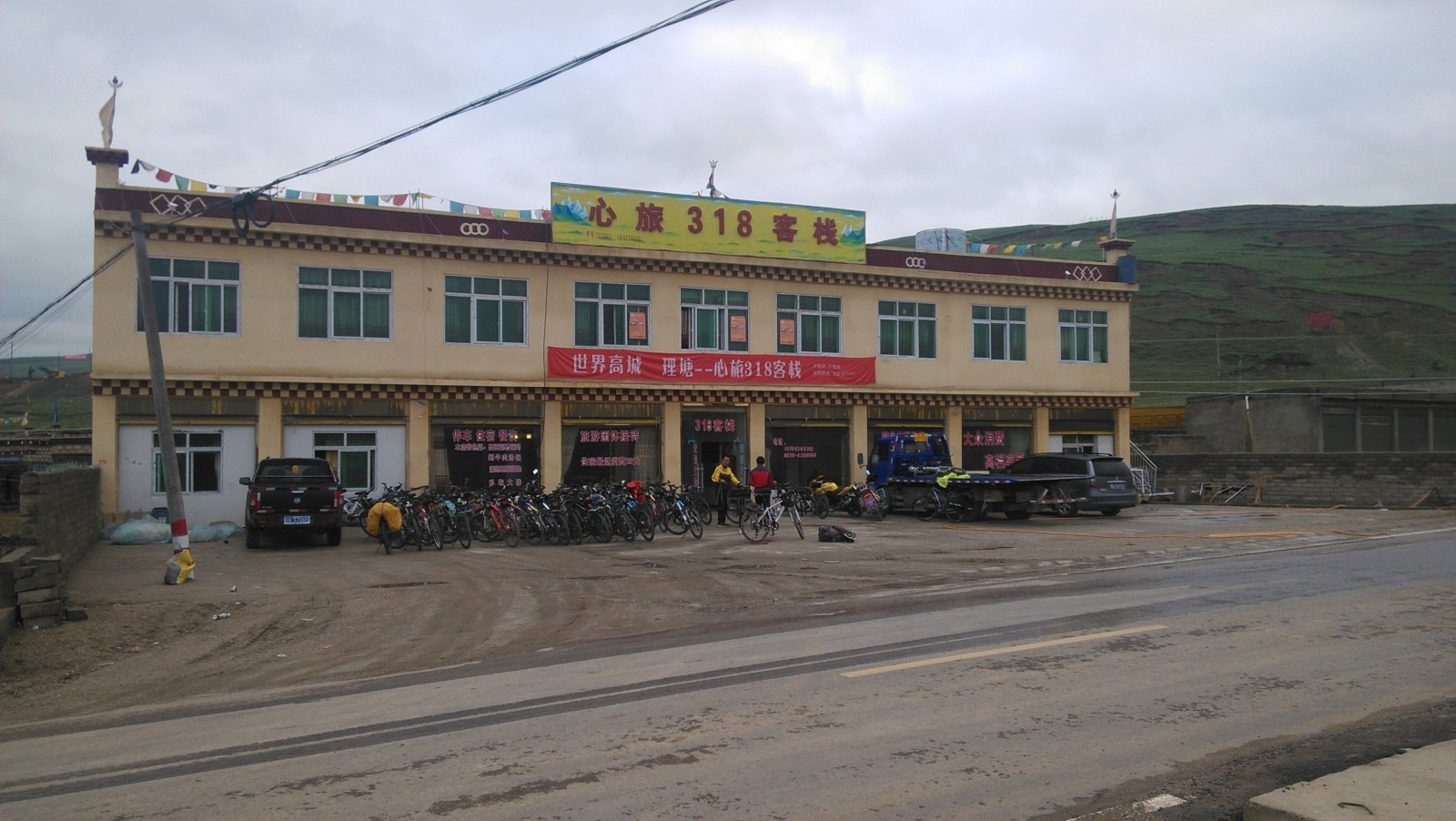 一位成都的姐姐在这儿开的店,心旅318,很不错噢~她本人去年也骑了整条川藏线