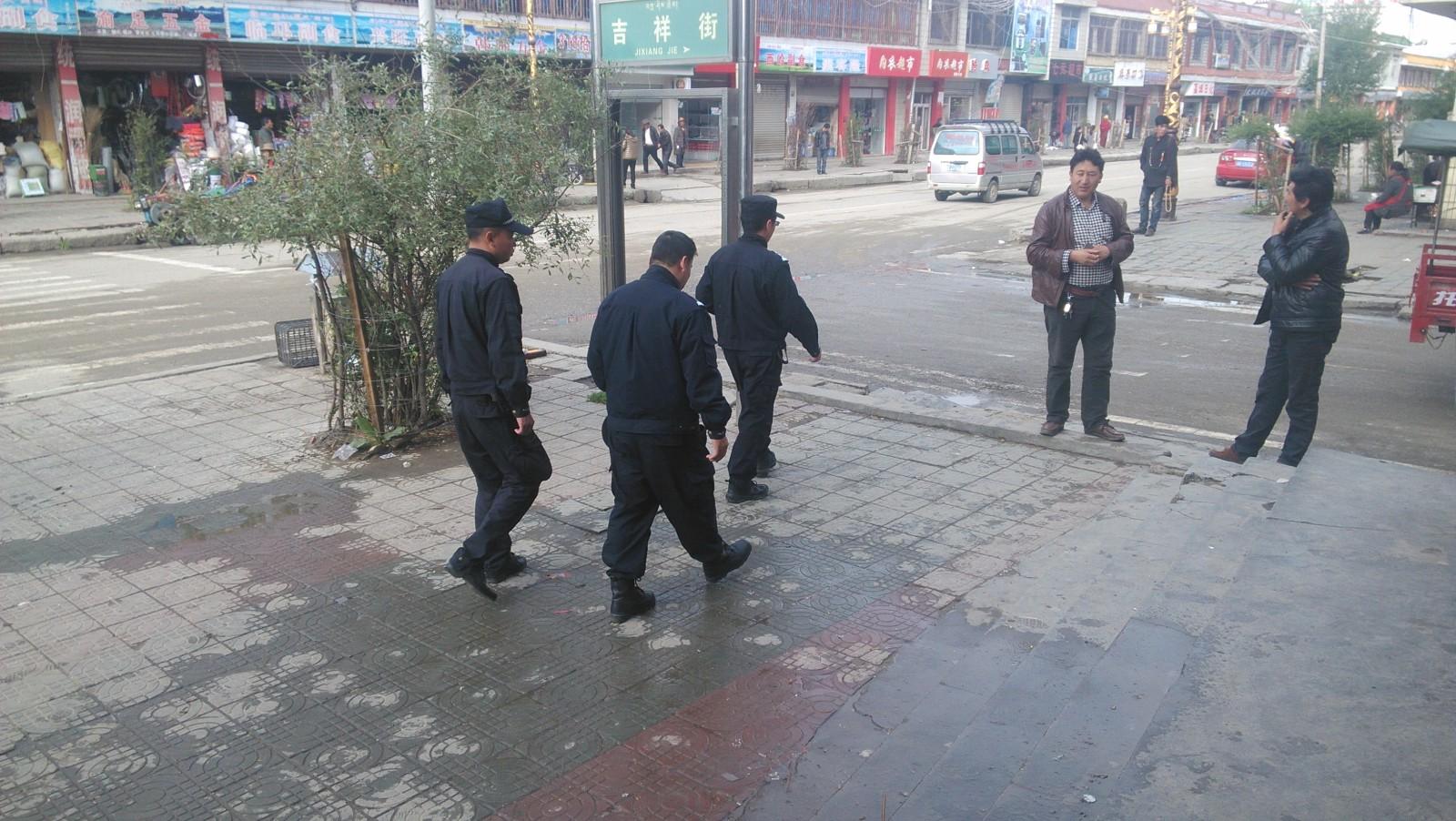 街上随处可见Cop……