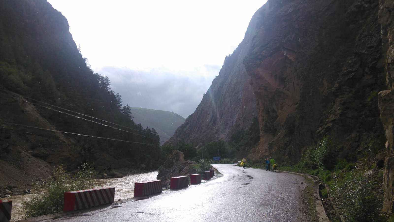 快到左贡了,这儿的峡谷很美