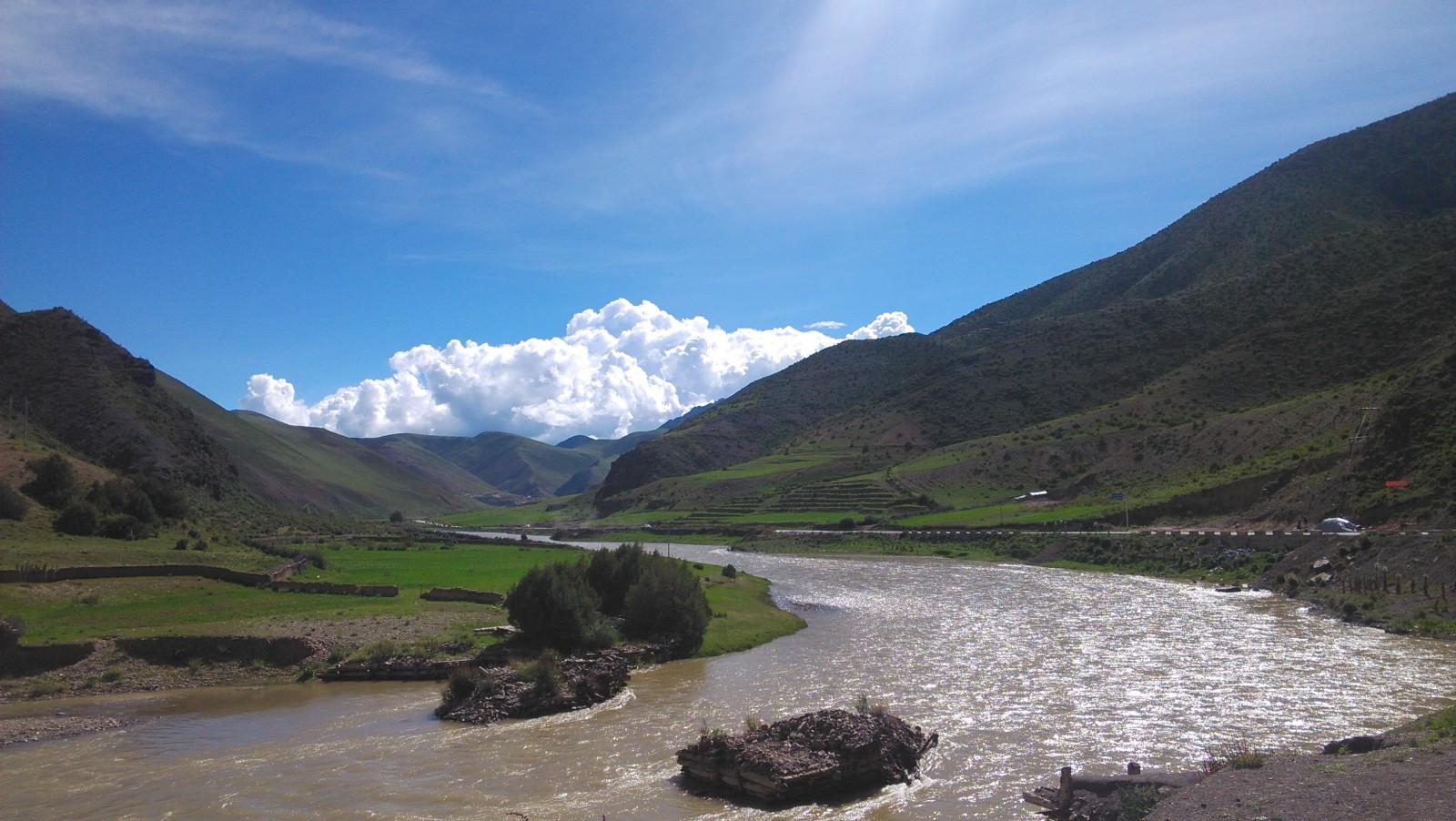 蜿蜒曲折的河流