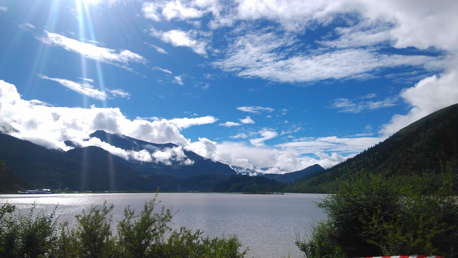 依山伴水,美丽然乌湖