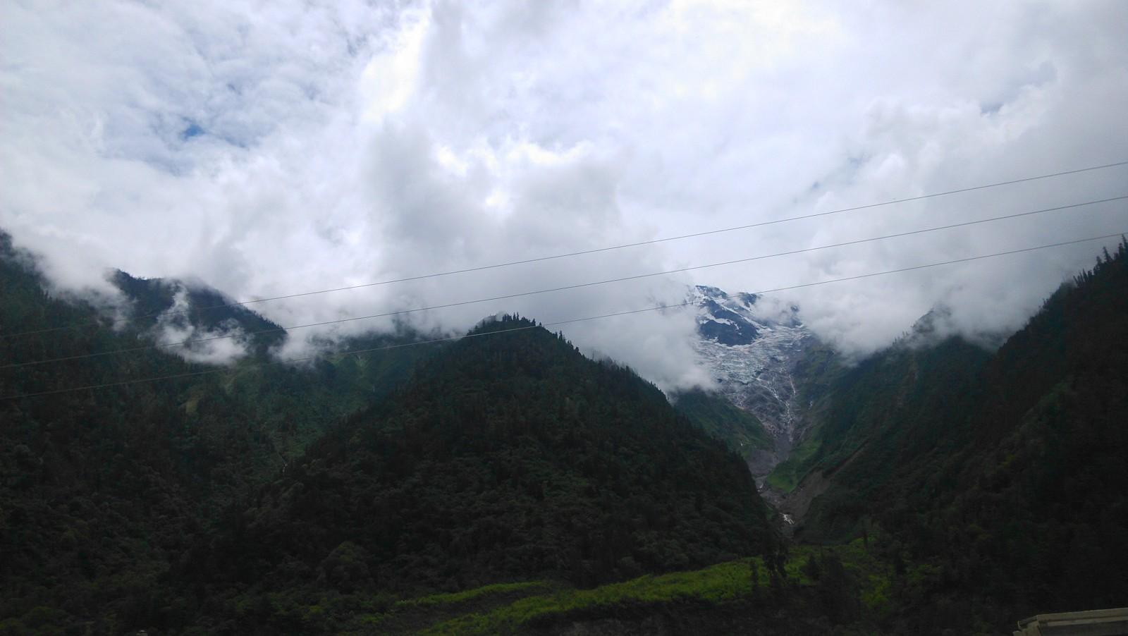 壮观的山间云雾