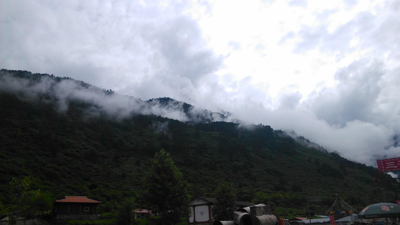 雨季就是这样,云雾缭绕的