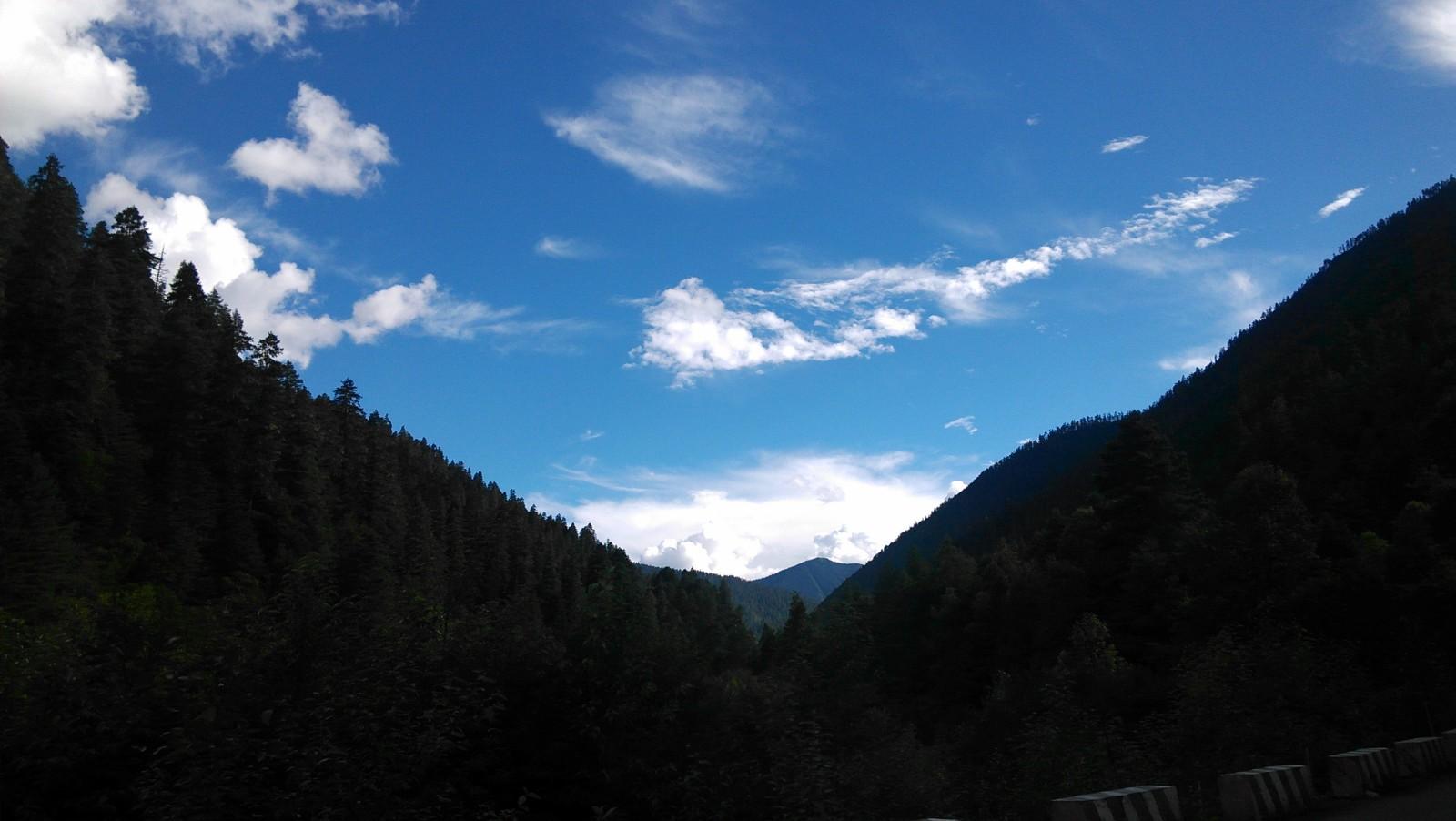 群山的裂缝