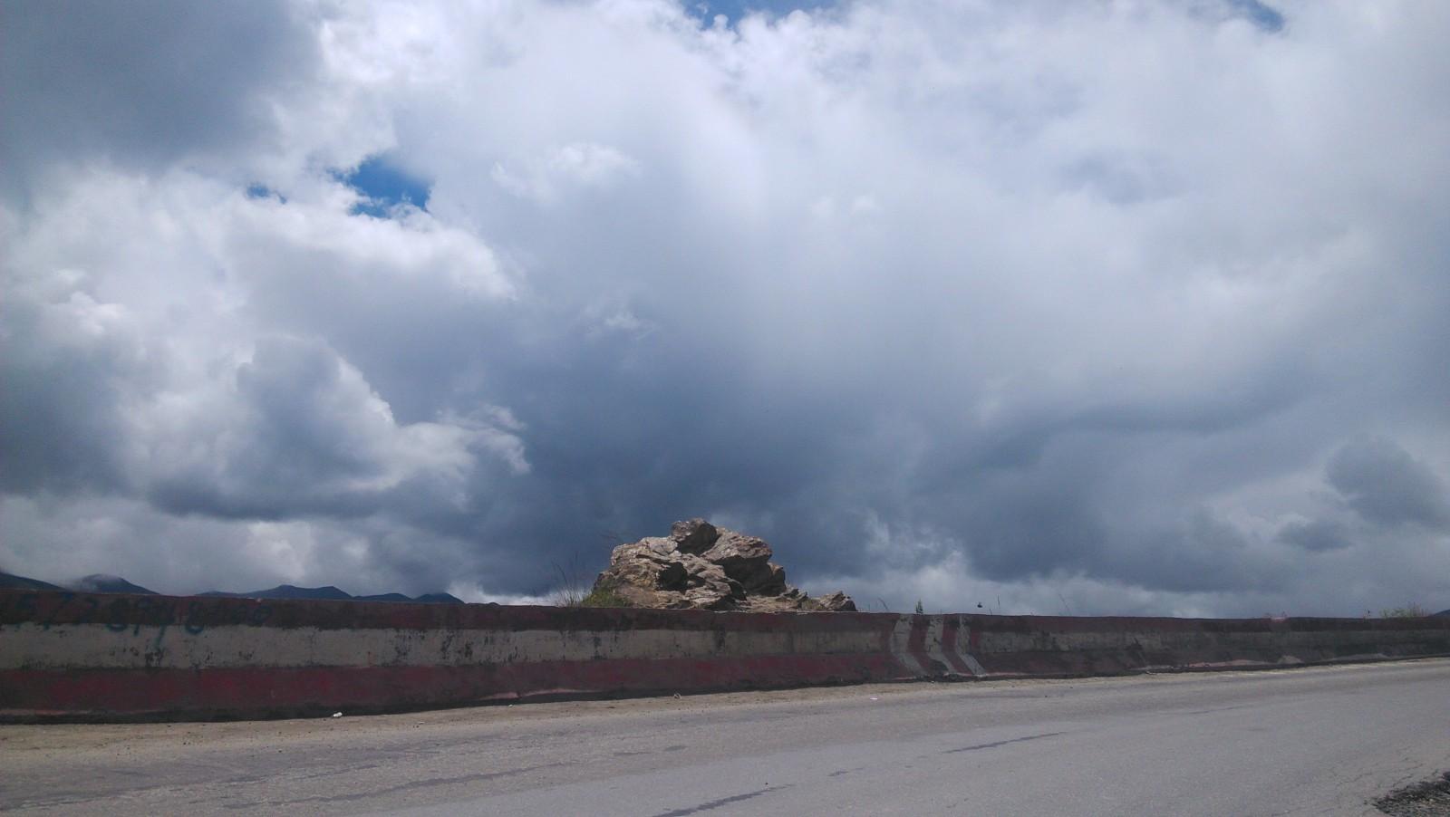 路边的石堆